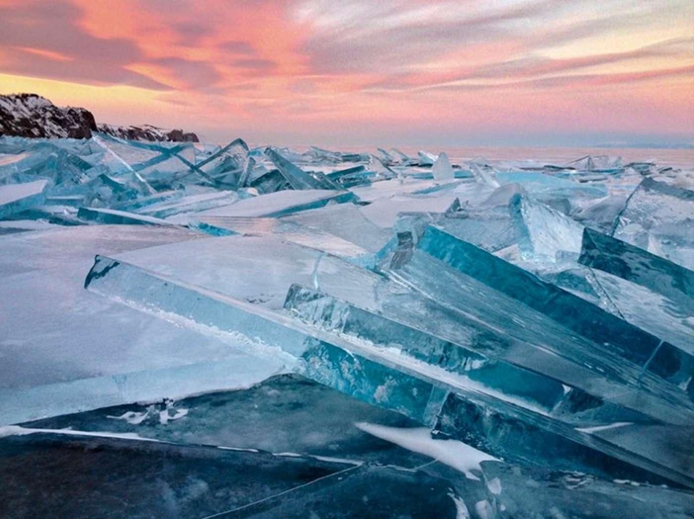 این تصویر از یخهای شناور توسط سرگی پستروف گرفنته شده و برنده جایزه دوم عکس منظره شد