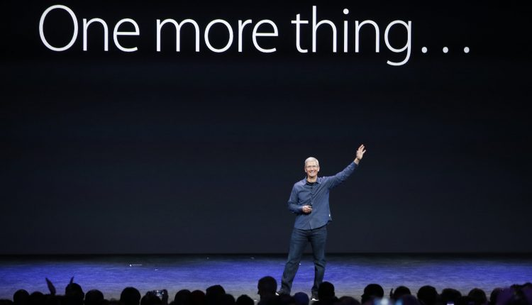 آیفون ۱۰ ساله شد، یک دهه پر چالش پیشِ روی کمپانی اپل